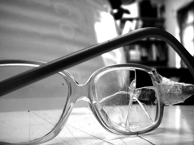 Sydney Glasses repair, broken glasses frame in and lense